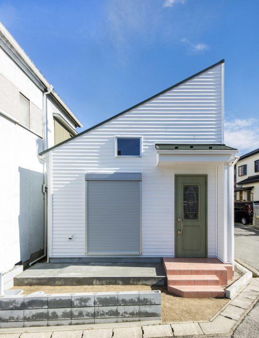 外壁リフォームで湘南風スタイルを目指す!塩害に強く、空と海の青が似合うラップサイディング