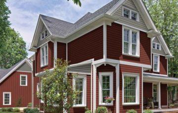 アメリカの住宅事例 えんじ色のキュートな樹脂サイディングの家