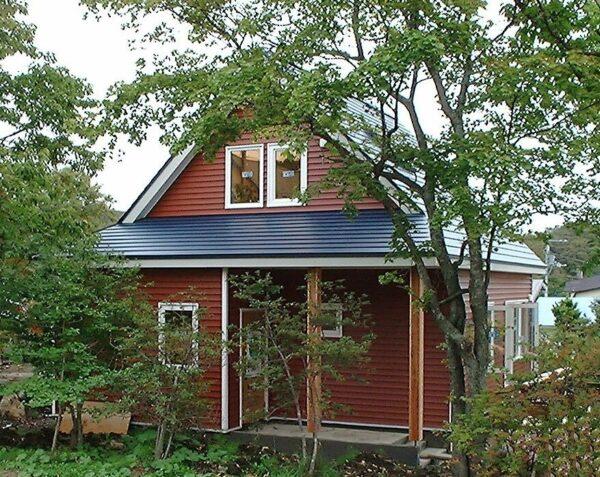 赤色の外壁の家は日本に似合う?おしゃれな事例写真を見て色選びの参考にしよう