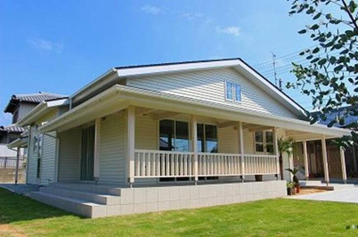 外と家をつなぐ。カリフォルニア風カバードポーチのある家