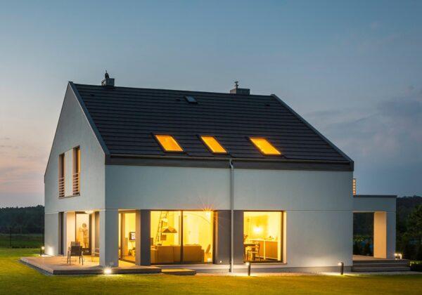 切妻屋根をおしゃれに見せる外観デザイン。海外や日本の事例を見て家づくりの参考にしよう